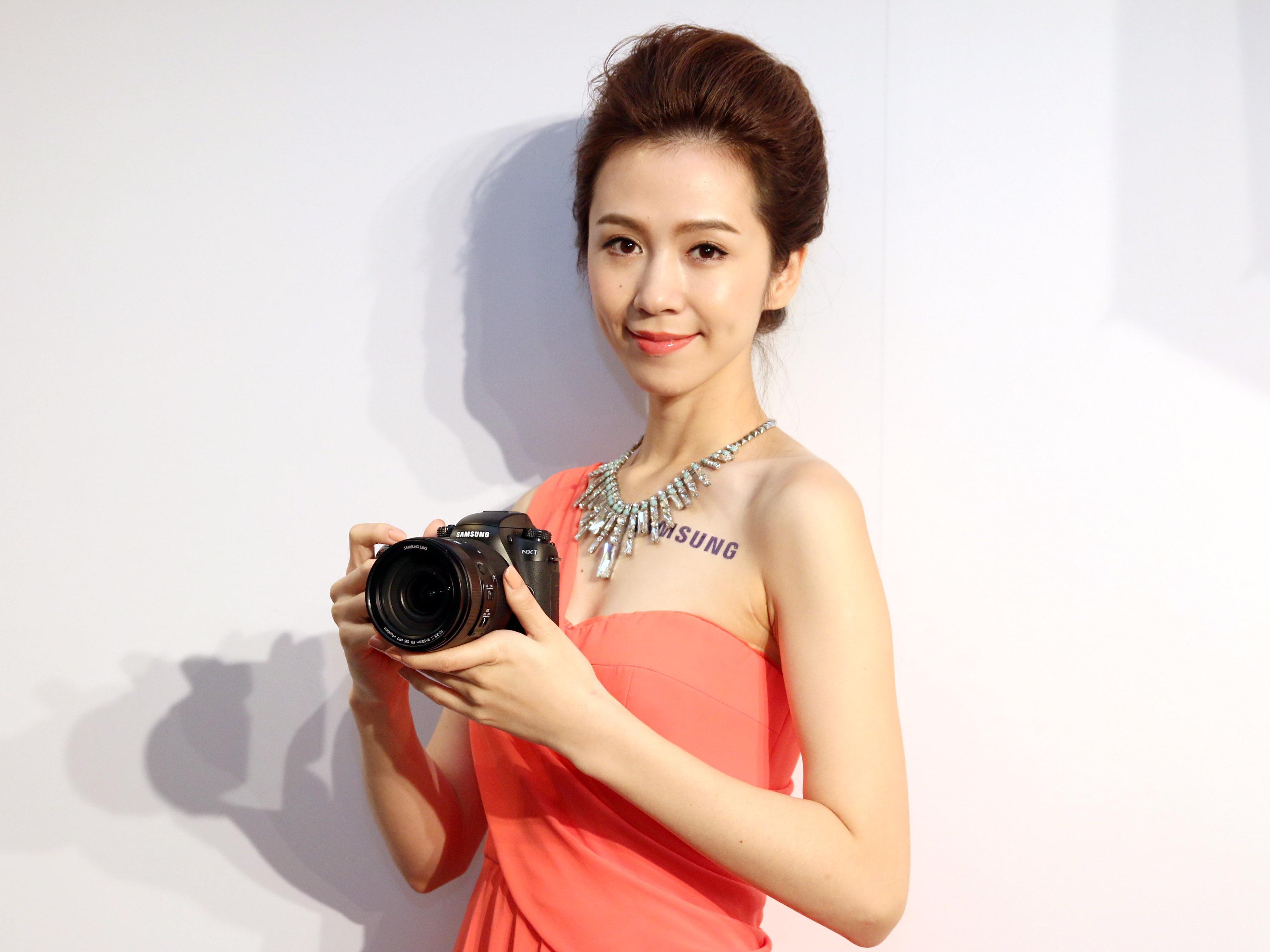 Samsung 旗艦無反光鏡單眼 NX1 正式發表,極速15fps 連拍、4K 錄影、205 點對焦