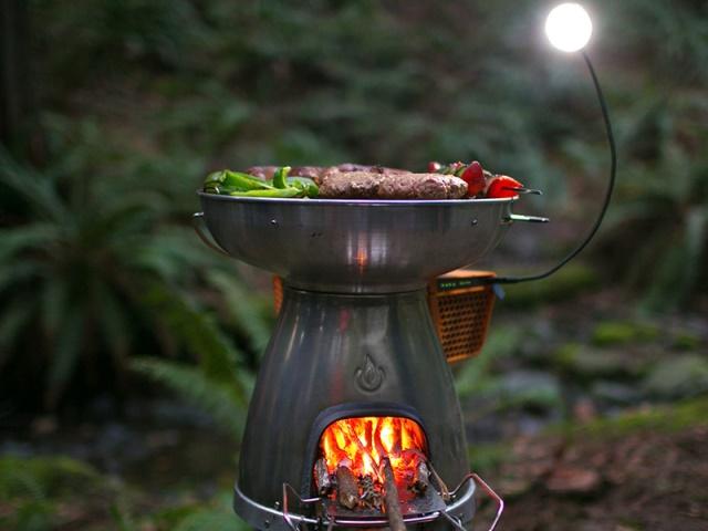 火力發電?BioLite BaseCamp 發電型烤肉爐讓你邊烤肉邊幫手機充電