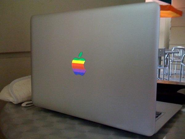 科技考古:是這個大叔,他設計了被咬一口的蘋果LOGO