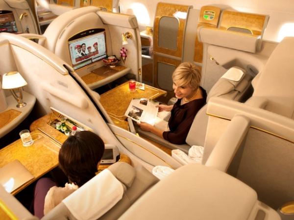 16 個飛機上的秘密Q&A:每一班飛機的枕頭都是新洗好的嗎?   T客邦