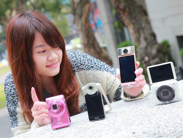 4 款完全自拍機功能分析:Casio TR50 / Canon N2 / Sony KW11 / Nikon S6900