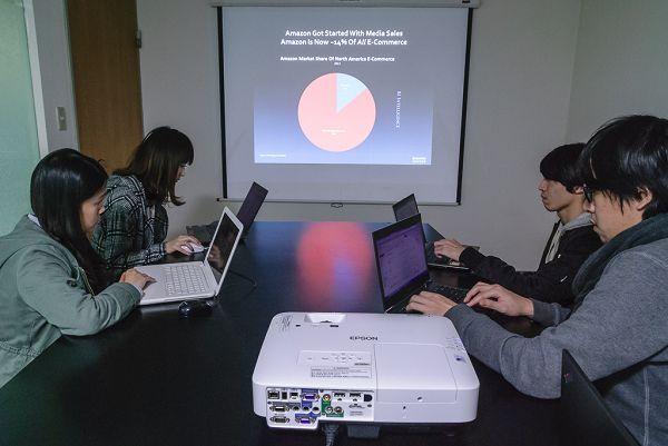 商務投影機該怎麼選?彩色亮度、架設彈性、智慧行動裝置連結,三大要素缺一不可!