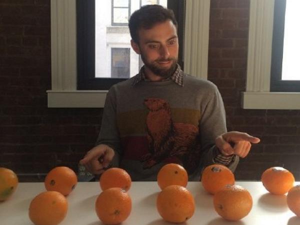 有緣千里:在iPhone中發現橘子哥的老外,要飛往中國與他相見了!