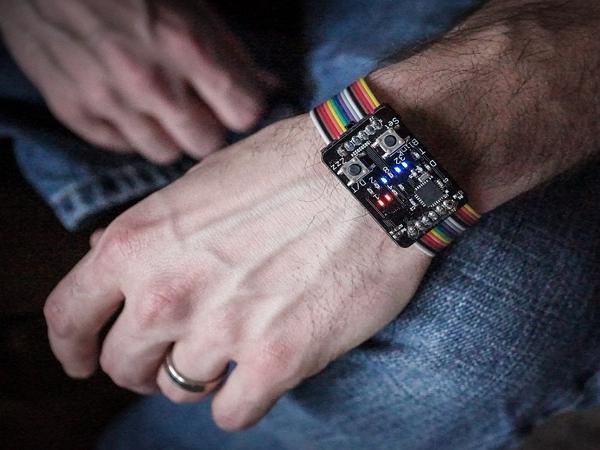 這隻Binary Watch,可能比Apple Watch更吸引你