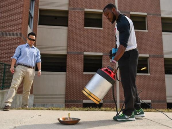 美國大學生推出聲波滅火器