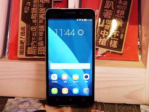 挑戰 ZenFone 2,華為在台發表 榮耀 4X 中階 4G LTE 全頻機