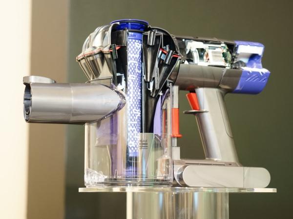 Dyson V6 手持無線吸塵器上市,有效解決 99% 過敏源與超微細粒子