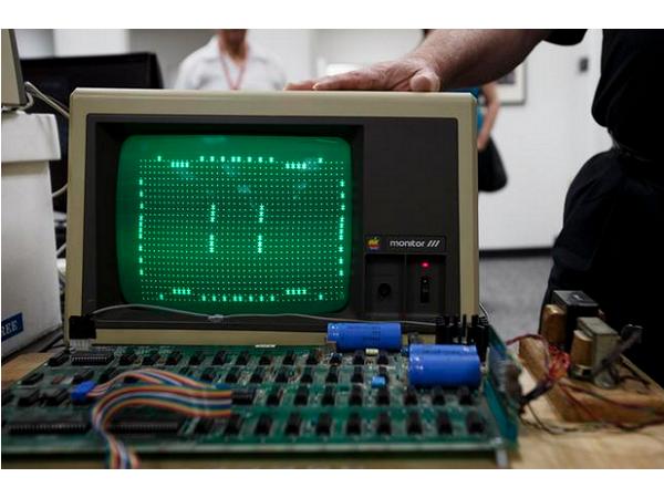 一台被當做垃圾扔掉的Apple初代機,賣出了20萬美元