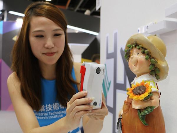 Computex 2015:工研院無線行動3D掃描器、可攜式投影互動裝置,鋼鐵人的世界不再是幻想 | T客邦