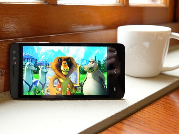 InFocus M550 裸視 3D 手機評測,不用特殊眼鏡就能直接看立體影像