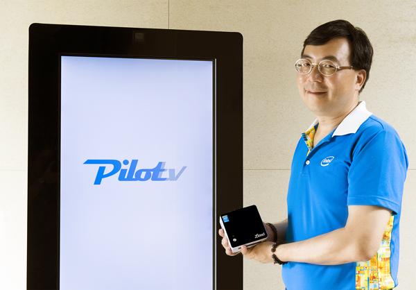 數位電子看板搭配內含第5代Intel® Core™ i3 處理器的聯強QPC,用人臉辨識讓廣告0.3秒變成大數據