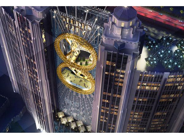 比美科幻片場景,澳門賭場推出世界首座「8」字摩天輪