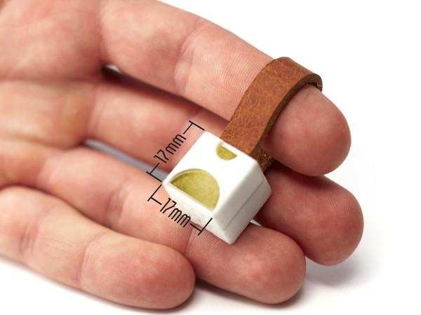 世界最小的手機充電器「Nipper」,只有一個鑰匙圈大小