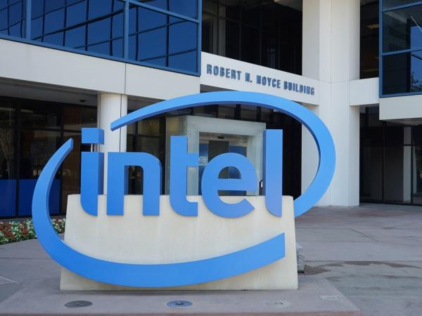 Intel 矽谷總部長這樣, 50 年來摩爾定律演化的微處理器都在這裡