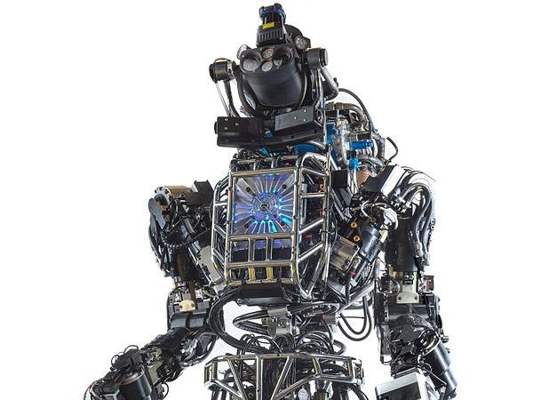 Google 旗下的雙足機器人「Atlas」再進化,穿越叢林、走石板路也不會跌倒