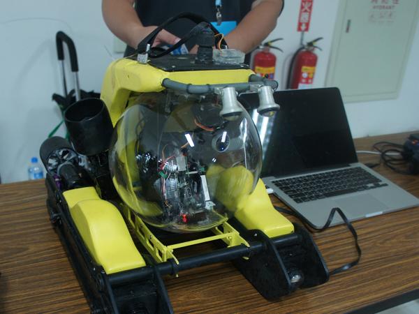 台灣 ROV MAKER 團隊,利用Open ROV 開發無人潛水艇「芭樂共號」