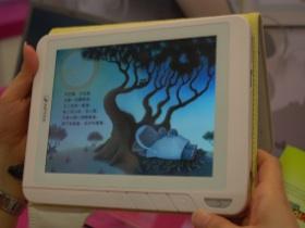 【Computex 2010】兒童限定,天瀚彩色版電子書