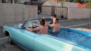 冷熱皆宜,把1969年凱迪拉克老爺車改裝成行動按摩浴缸