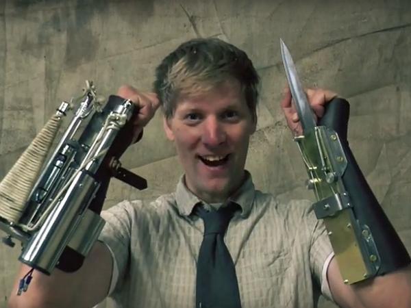 他參考刺客教條的設計,打造出遊戲中的手裡劍以及拋繩槍
