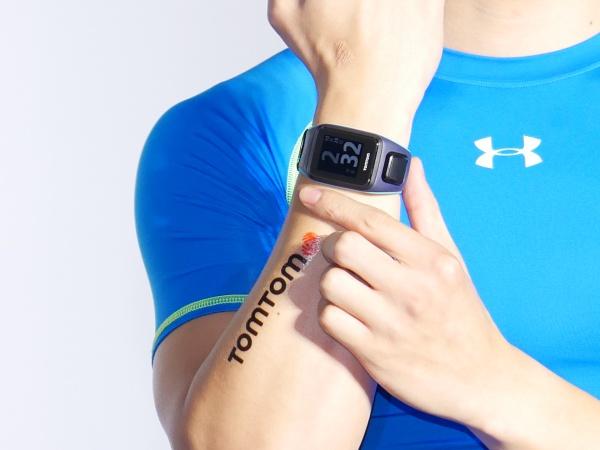 內建音樂播放,TomTom Spark 運動錶結合 GPS 與心率功能上市