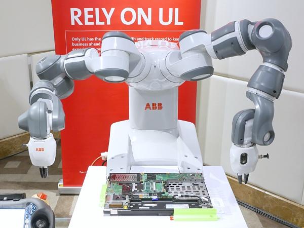工業 4.0 時代普遍應用機器人,但你放心讓機器人待在你身邊嗎?
