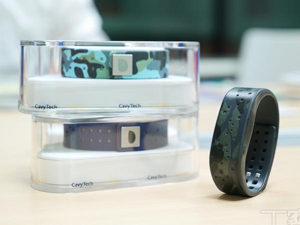 兩個台灣人研發的豚鼠手環:將智慧手機、平板秒變體感控制的神奇手環