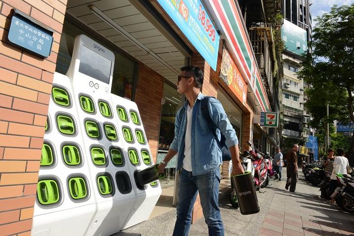 Gogoro 沒電就去 7-11換電池!北市首間 7-11 門市 GoStation 換電站正式啟用
