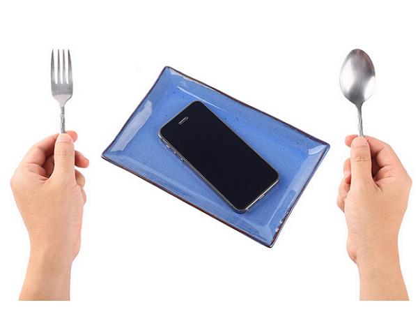 當「高性價比」手機忙著亂鬥,蘋果已經將智慧手機市場的所有利潤整碗端走