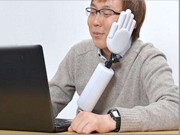 你累了嗎?日本廠商推出這隻「手」來讓你靠一下!
