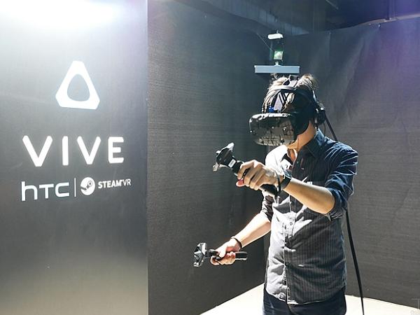 HTC Vive 技術副總裁鮑永哲談開發Vive秘辛,以及未來會怎麼賣Vive?