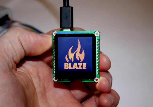 Blaze 1.6吋螢幕:內建ARM Cortex M4/micro SD讀卡機,輕鬆DIY智慧手錶