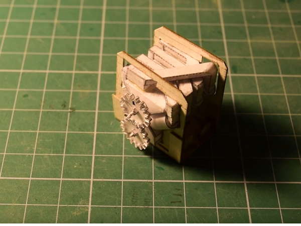 用紙做真正可動的V8引擎,來聽紙引擎的咆哮聲!