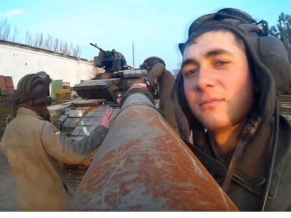地表最強一根自拍棒!烏克蘭士兵用坦克砲管自拍