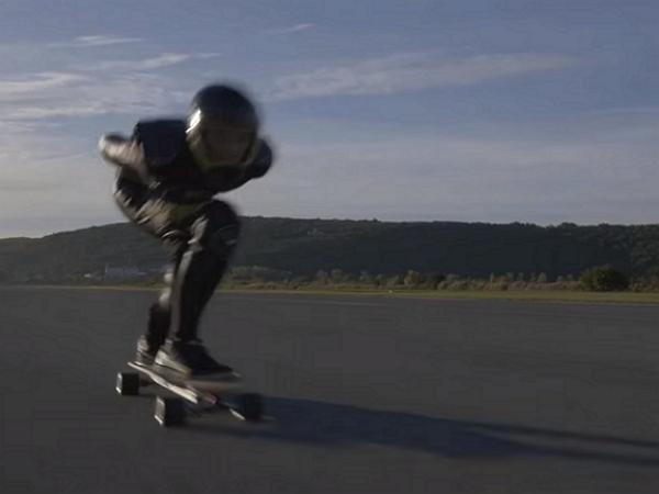 破了金氏世界紀錄,這是世上跑得最快的電動滑板車