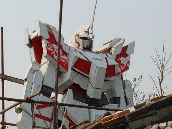 中國網友用木板打造6.6公尺高的獨角獸鋼彈 | T客邦