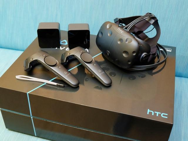 HTC Vive 市售版開箱!頭戴顯示器、手把、定位器詳細介紹