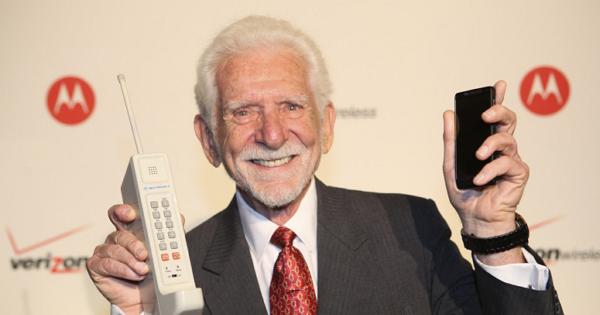 43 年前第一部手機誕生:充電 10 小時,通話 20 分鐘