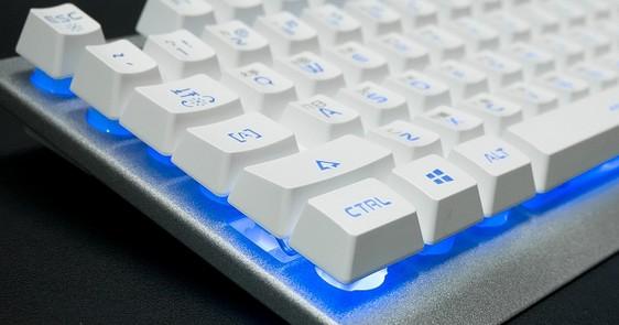 懸浮按鍵設計,金屬材質外觀的電競薄膜鍵盤 i-Rocks K62E