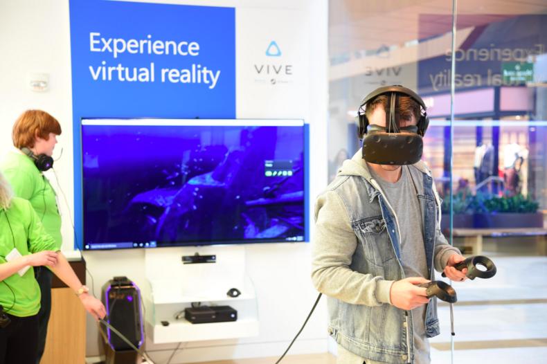 HTC 與微軟、GAMESTOP 合作,在美加推 Vive 門市體驗