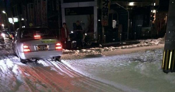 熊本地震過後,日本網友Po出福岡街道突然出現大量謎樣泡沫