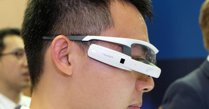 運動用智慧眼鏡 Intel Recon Jet ,邊跑步可以邊顯示地圖