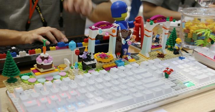 「i-rocks fun 趣玩 」積木鍵盤再傳台灣傳奇機械軸,好打又好玩
