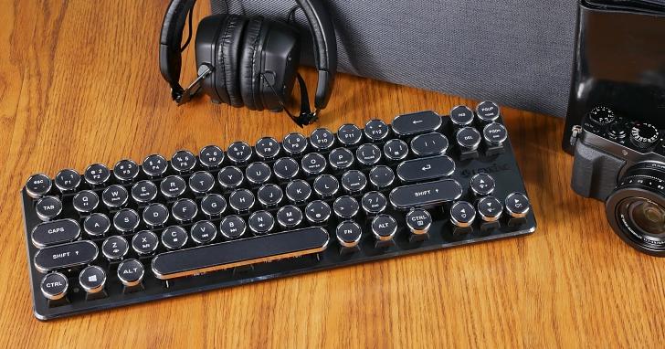 集復古、假掰、文青風於一身的「打字機鍵盤」開箱動手打