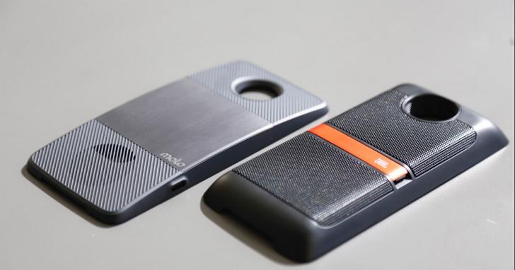 Moto Z 的這些模組Moto Mods,帶著誠意改造模組化手機的組合方式