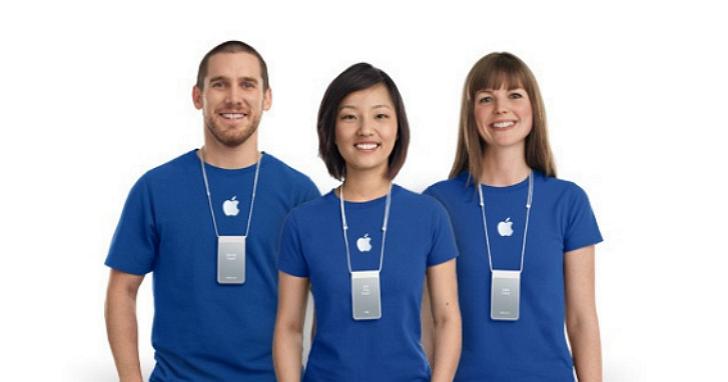 兩名男子靠著換上Apple Store的藍色T恤,成功混入店內偷走19部iPhone