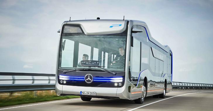 為何賓士認為這款帶有 10 個鏡頭的新車,是「未來巴士的里程碑」?