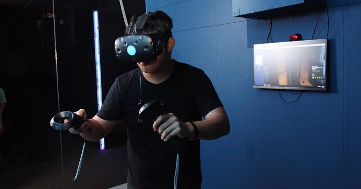看看全台第一家VR娛樂館「FuVision 」怎麼玩,體驗揪團包廂玩VR!