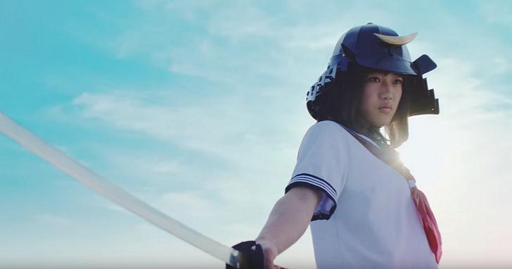 日本泡麵廣告無極限:無人機對決跑酷水兵服女高中生