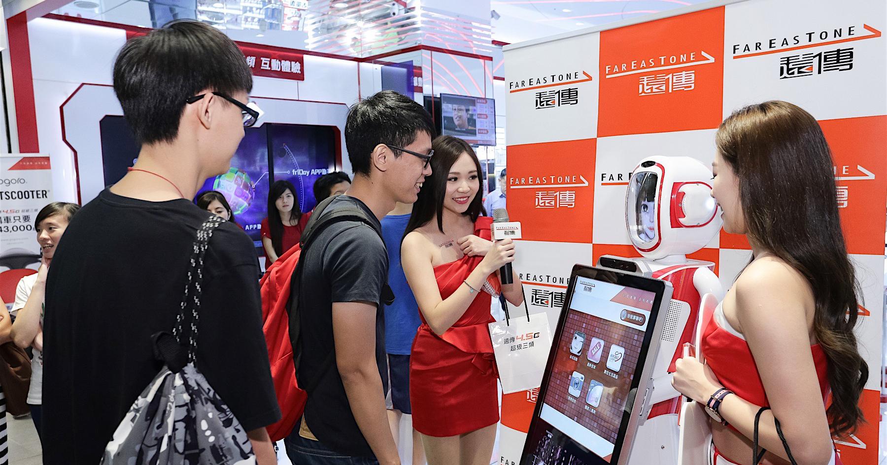 遠傳全台第一位電信智能機器人命名《萌寶》,將於九月全台門市巡迴駐點