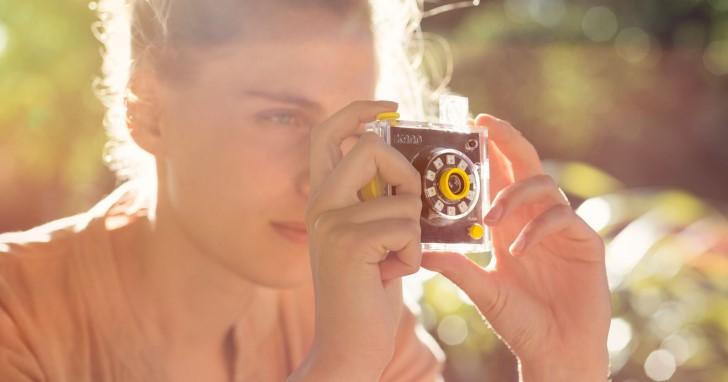 讓樹莓派加上相機、螢幕、喇叭並不難,Kano推出有趣小道具套件